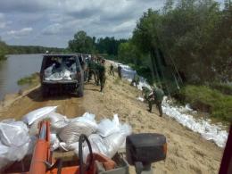 Transport worków z piaskiem (powódz97)