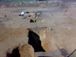Wykopy na stanowisku archeologicznym