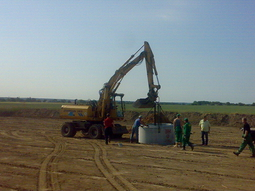 Osadzanie kręgów studni